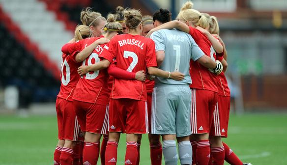 Liverpool Ladies huddle