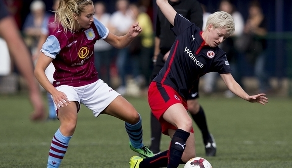 Maddy Cusack battles for possession