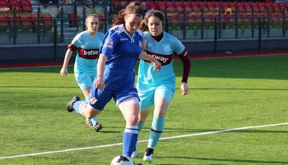 Hinchcliffe joins Villa Ladies