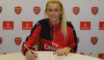 Chloe Kelly signs her first contract