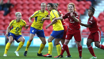SCRAMBLE: Belles and Birmingham battle as a corner comes in