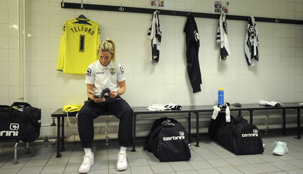 Carly Telford in pre-match preparations