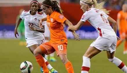 Danielle Van de Donk signs