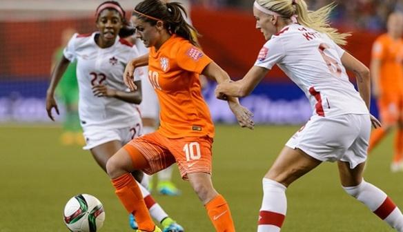 Van de Donk signs for Ladies
