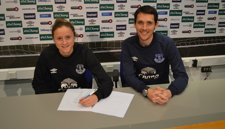 Danielle Turner signs new contract