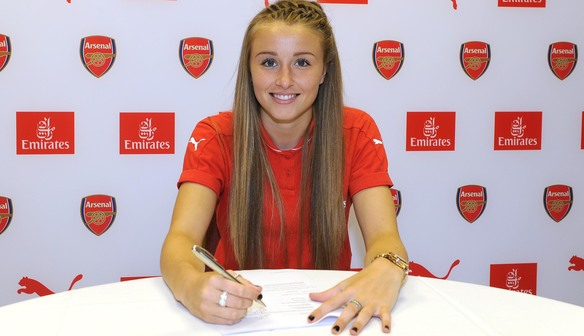 Leah Williamson signs new contract