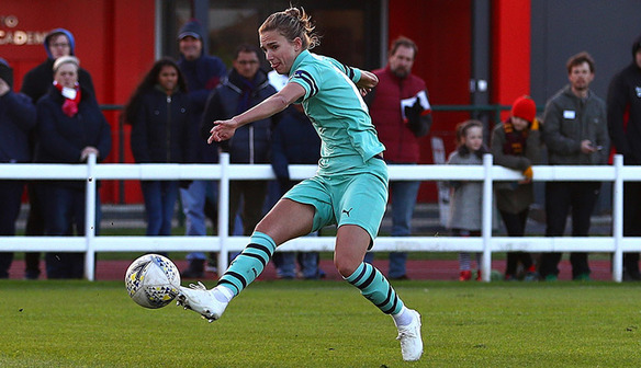 Dutch star Vivianne Miedema keeps Gunners flying high