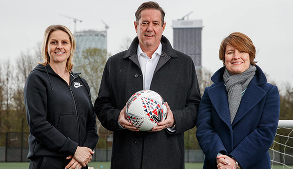 (l-r) Kelly Smith, Jes Staley and Kelly Simmons