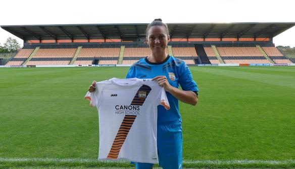 Signing   Nicola Hobbs joins London Bees!